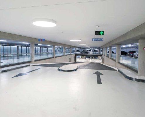 betonvloer coating parkeergarage voorbeeld