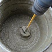 waterglas aanbrengen door mengen met cement