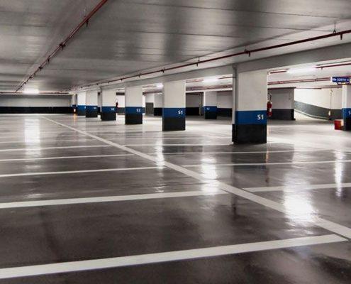 betoncoating voor parkeergarages voorbeeld met wegbelijning