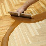 Een houten vloer lakken