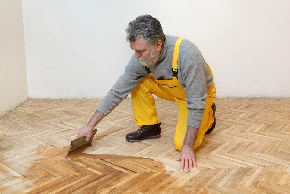 Schuren en vergrijsd lakken grenen planken vloer werkspot