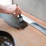 vloeibaar rubber badkamer douchegoot reparatie